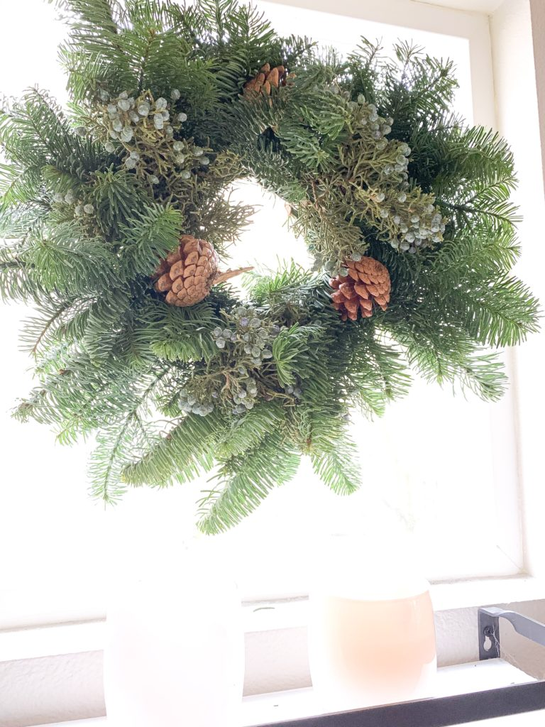 Christmas home décor Christmas décor Scandinavian Christmas décor Scandinavian farmhouse Christmas décor farmhouse Christmas ideas simple farmhouse Christmas ideas simple Christmas beautiful home décor beautiful Christmas décor Christmas wreath Christmas decorations