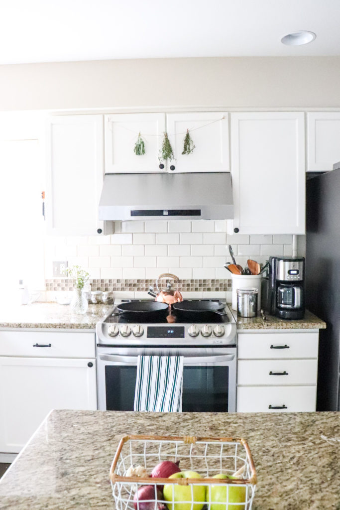 Spring farmhouse kitchen home decor simple minimalist style beautiful inspiration for a welcoming and bright home