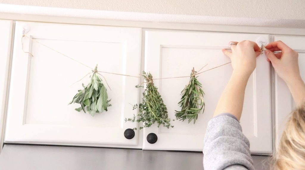 Homemade Dried Herbs Simple, natural DIY   Homemade dried herbs is so easy!   #driedherbs #herbs #farmhouse #kitchen #spring #diy #simple #cheap #howtodryherbs #withoutadehydrator #nodehydrator #homedecor