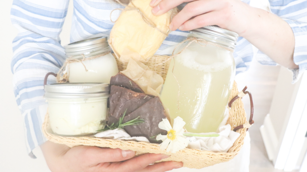 Homemaker's all-natural homemade gift basket. Ideas for Mother's Day