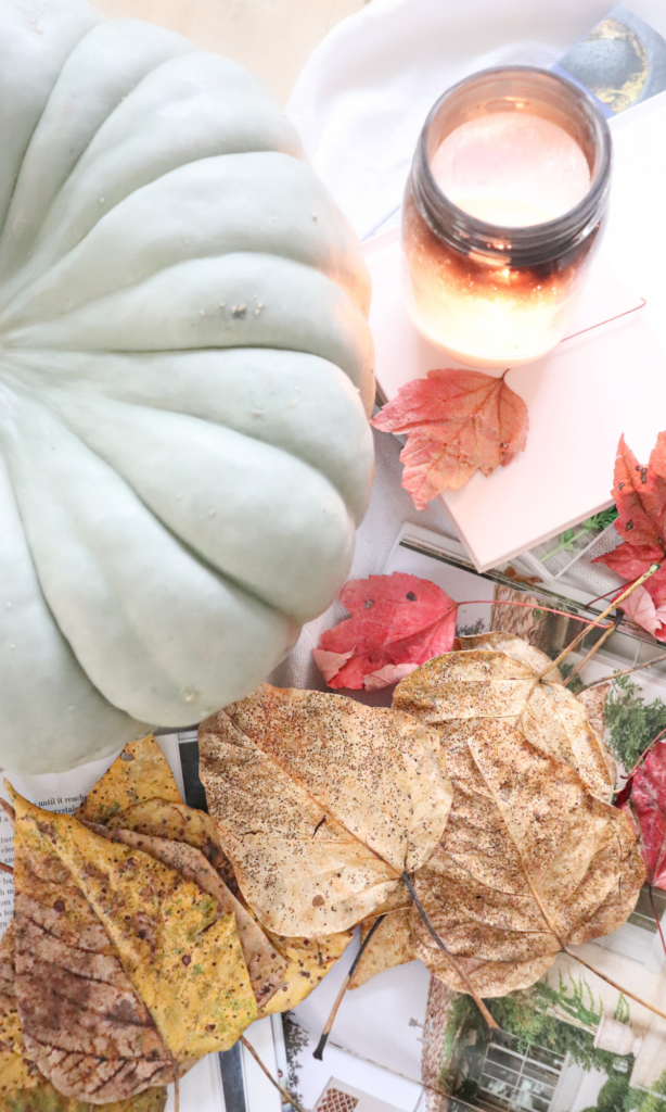 Learn how to make this DIY foraged leaf garland for fall in just a few easy steps. Plus, you get to go outside and forage leaves, and what's better than that?!  Find out all the details here!  #fall #leafgarland #diy #foragedleaves #diygarland #falldecor #fallfarmhouse #farmhousedecor #fallfarmhousedecor #diydecor #diyfalldecor #homestead #inspiration #hygge #hyggehome #hyggedecor