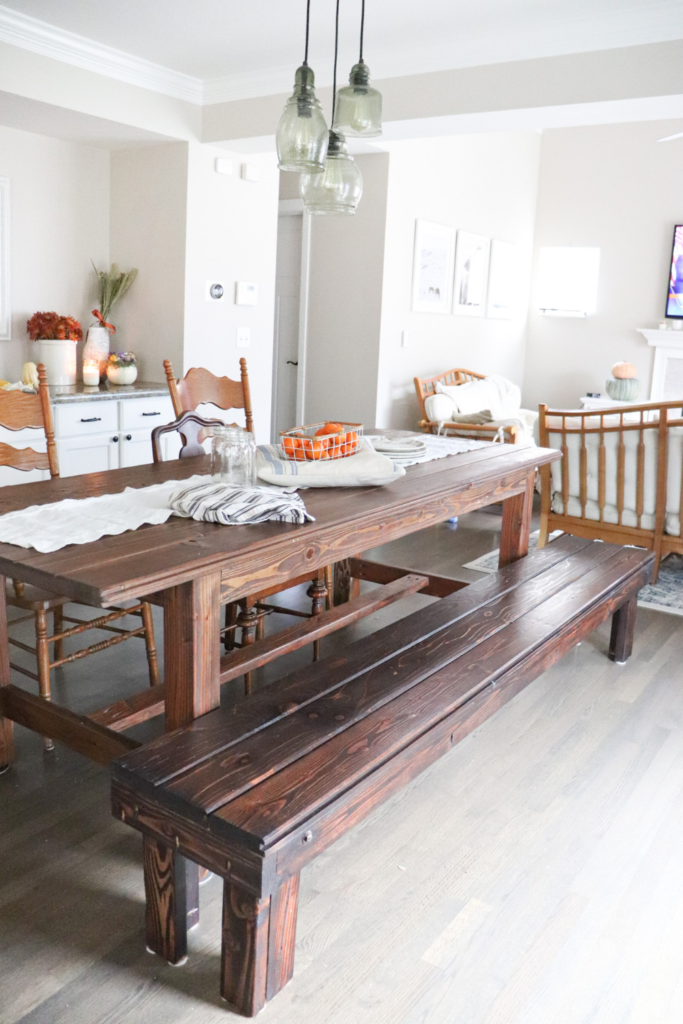 How to build a bench for your farmhouse kitchen dining table. This sturdy and cute bench is the perfect compliment to your farmhouse table. Learn to make your own bench with these easy DIY plans.   #DIY #bench #howtomakeabench #howtobuildabench #farmhousebench #diningroomtable #diningtablebench #benchplans #plans #freeplans #diningtablebench #farmhousetablebench #farmhouse #table #wood #easy