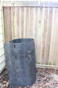 1-how-to-start-composting-at-home-backyard-compost-bin-recycled-kitchen-scraps-what-food-can-you-compost