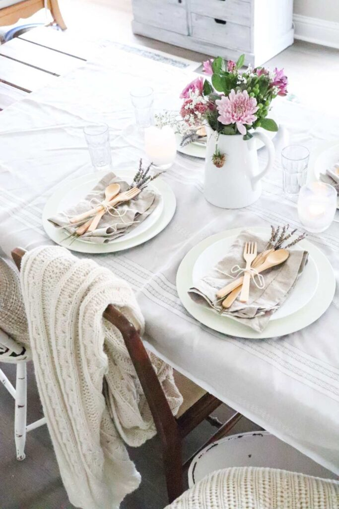 How to style a farmhous table for summertime