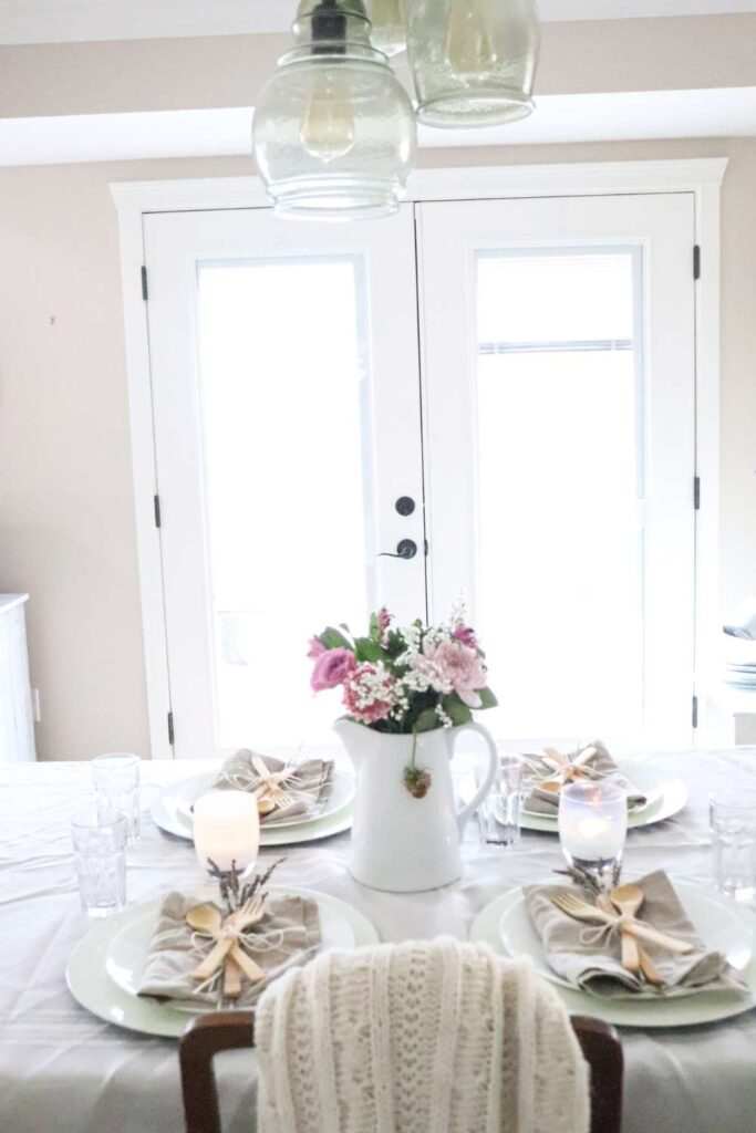 How to style a farmhouse table for summertime