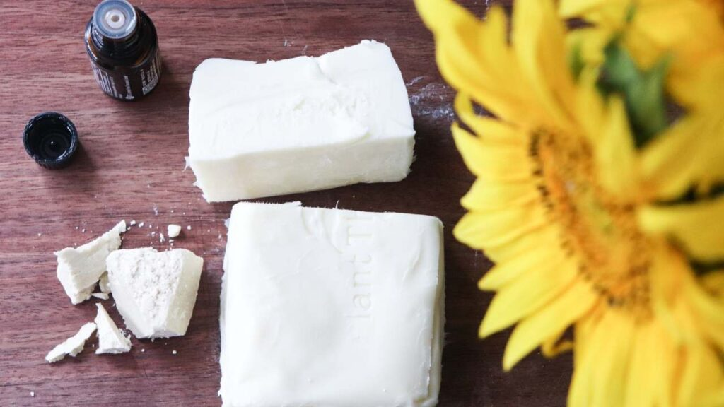 Easy two-ingredient DIY stretch mark cream. Homemade lotion for your face & body